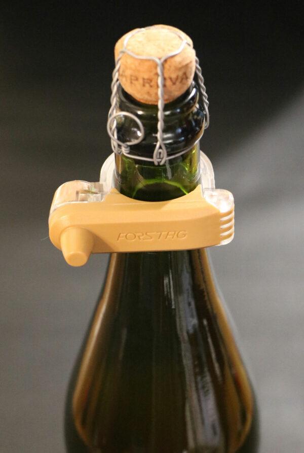 Forstag Champagne sur bouteille vue de haut