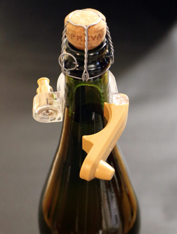 Forstag Champagne ouvert sur bouteille